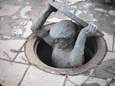 Aufstieg aus den Tiefen der Kanalisation