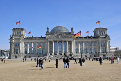 Dem Deutschen Volke...