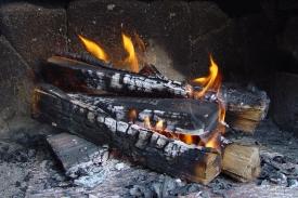 Brennende Scheiter