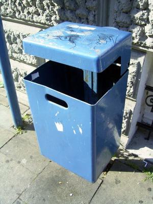 Öffentlicher Müllbehälter