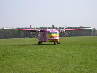 Pink Skyvan 1