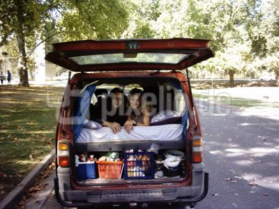Tracy und Martin im Van