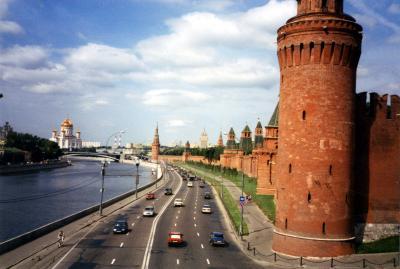 Strasse an der Kremlmauer in Moskau