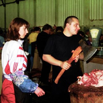 Ein Fleischer in Miass im Ural (Russland)