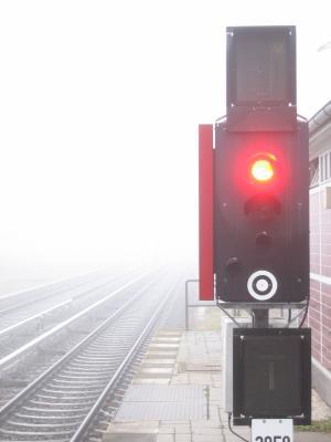 """S-Bahnhof """"Berlin Wannsee"""" zu früher Morgenstund"""