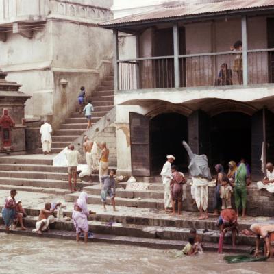 Tempel am heiligen Fluss Bagmati in Kathmandu