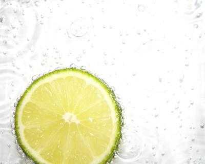 Limette im Sprudel