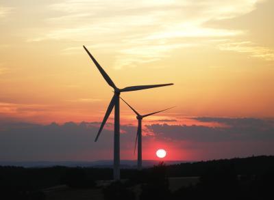 Windräder im Sonnenuntergang