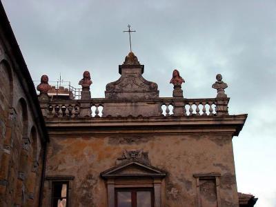historischer Balkon in Volterra (Toscana)