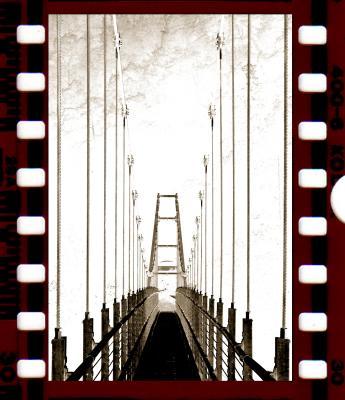 Filmstrip Hängebrücke verfremdet