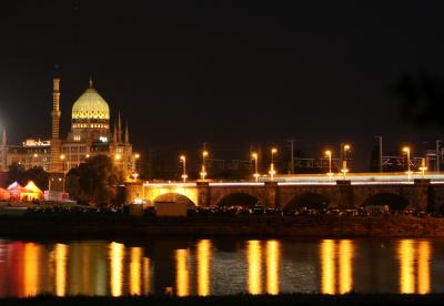 Yenidze und Marienbrücke am Abend