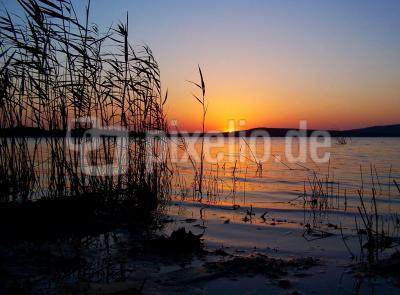 Sonnenuntergang am Stausee (1)