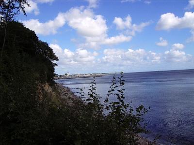 Grömitz Steilküste Blick von oben auf den Yachthafen