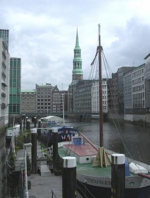 Hamburg: St.Katharinenkirche mit Nikolaifleet