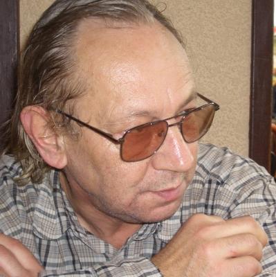 Ein Mann mit der Brille