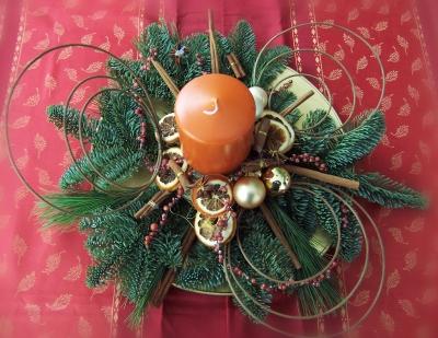 Weihnachtsgesteck orange