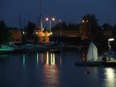 Yachthafen bei nacht