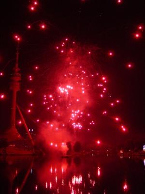Münchner Fernsehturm sieht Rot