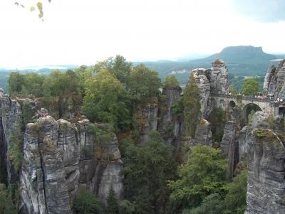 Blick zur Felsenburg Neurathen und zur Basteibrücke