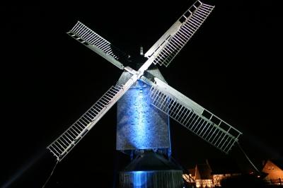 Bockwindmühle im Scheinwerferlicht