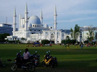Fußball spielen vor der Moschee