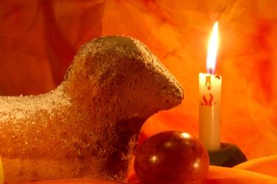 Osterlamm mit Kerze
