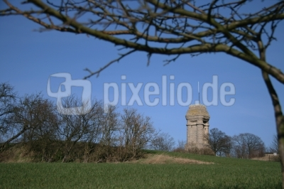 März am Bismarckturm auf dem Reuster Berg