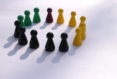 Spielfiguren im Kreis