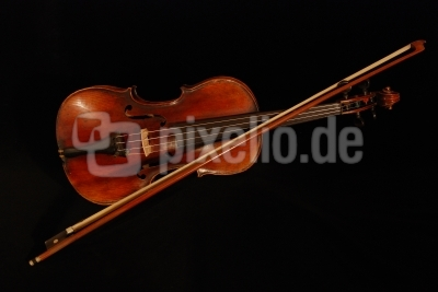 Geige bei Nacht
