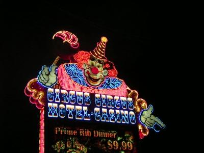Neonreklame des Circus Circus
