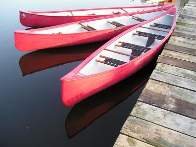 ~ Rote Kanus am Bootssteg~  b