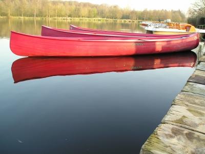 ~ Rote Kanus am Bootssteg~  c