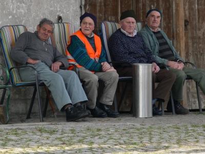 4 Männer auf der Bank