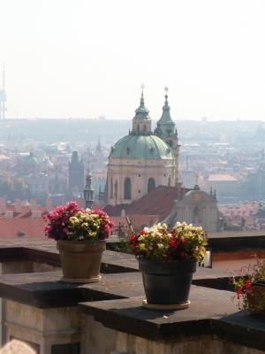 Prager Burgausblick auf die Nikolauskirche
