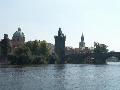 Blick von der Moldau auf Prag