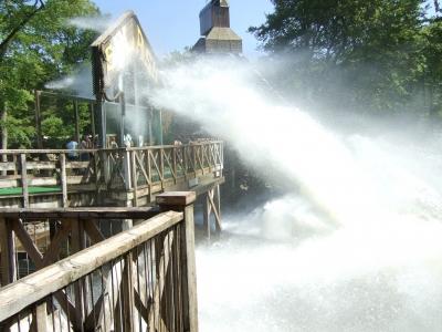 Wildwasserbahn mit Dusche
