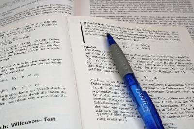 Kugelschreiber auf Buch