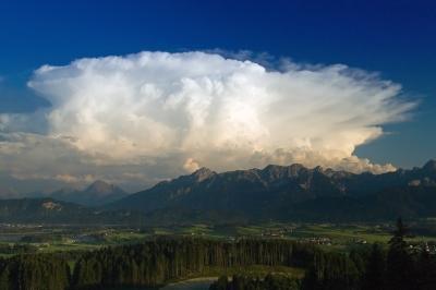 Cumulonimbus Incus über den Alpen