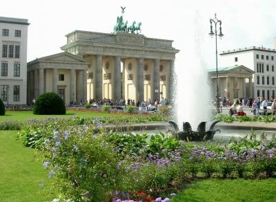 Berlin: Blick vom Pariser Platz zum Brandenburger Tor