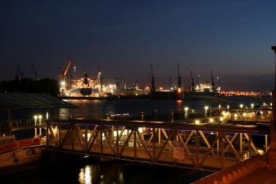 Abends an den Hamburger Landungsbrücken