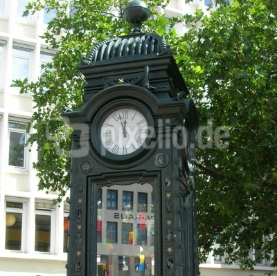 "Hannover - Beliebter Treffpunkt ""Kröpcke-Uhr"""