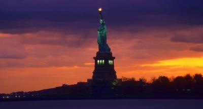 FreiheitsstaturNew York in der Abenddämmerung