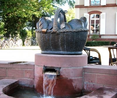 Laurentius - Brotkorbbrunnen Herxheim