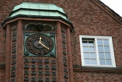 Die Uhr an der Davidswache in St. Pauli