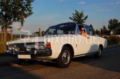 Vanessa und ihr Ford 26M