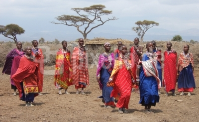 Massai-Frauen beim traditionellen Tanz