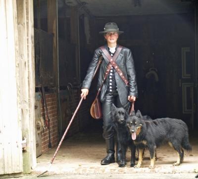 schäferin mit ihren hunden