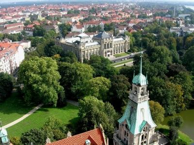 Hannover: Blick von der Rathauskuppel auf das Nieders. Landesmuseum