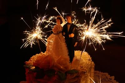 Hochzeitspaar auf Hochzeitstorte