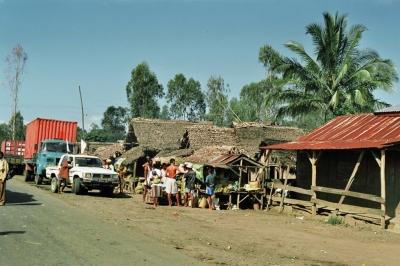 Dorf an einer Straße in Madagaskar